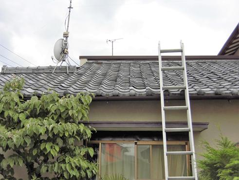 沼津市 屋根の平瓦が浮き上がった状態!ラバーロックで暴風対策