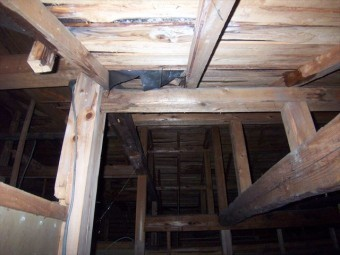 裾野市平屋玄関天井裏
