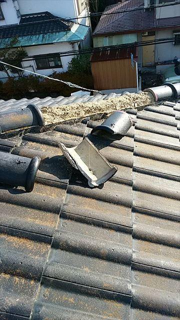 沼津市でセメント瓦の隅棟が破損していたので、仮補修しました。