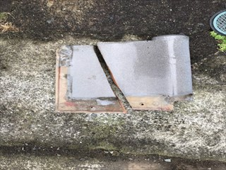 屋根瓦割れ