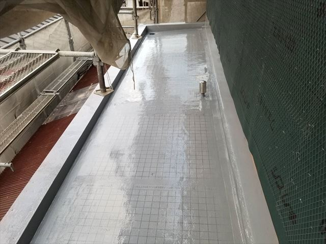 沼津市 ベランダ防水塗装 排水ように傾斜があり排水口