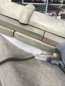 長泉町屋根コテを使い補修