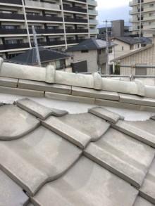 長泉町屋根瓦白セメントにて補修