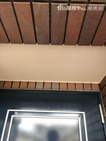 沼津市 玄関上軒天井塗装後