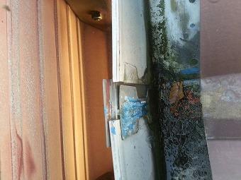 雨樋の繋ぎ目が破損