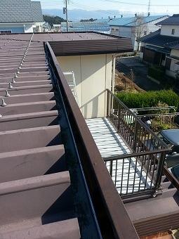 折板屋根の雨樋修理