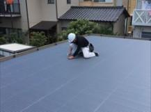屋根被せ施工中
