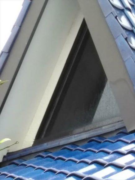 沼津市の瓦屋根の三角窓