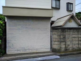 沼津市の住宅のシャッター変色