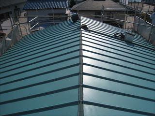 屋根葺き替え作業中