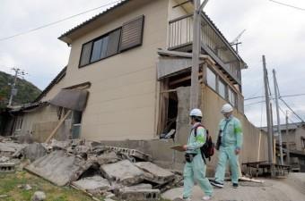 地震によるブロック塀倒壊