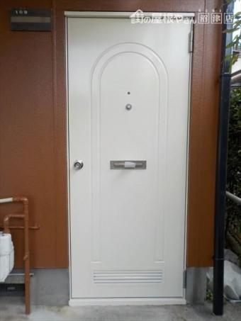 三島市アパートドア塗装仕上げ