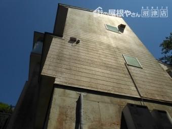 函南町 斜面に建つ家