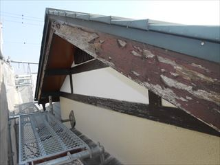 屋根木部塗装剥がれ