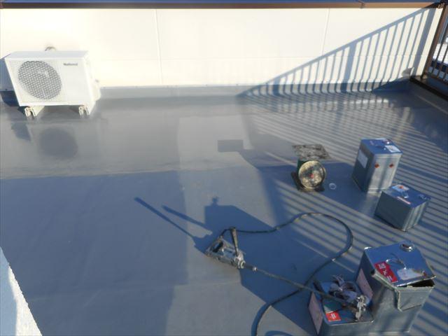 長泉町陸屋根防水層保護塗装準備