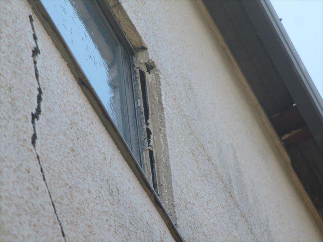 三島市3階鉄骨外壁がひび割れ
