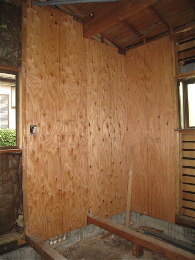 地震に備えて構造合板を貼りました