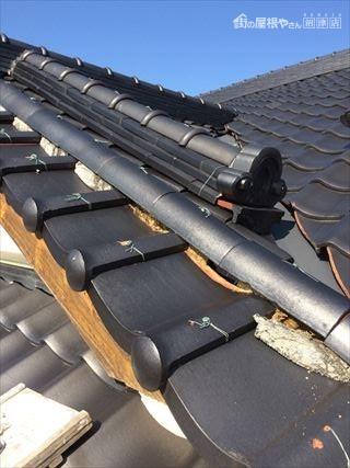 屋根しっくい剥がれ落ちる