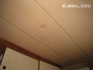 雨漏りによる天井シミ