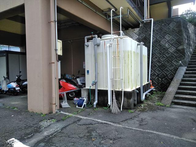 三島市3階建アパート 1階部分水槽