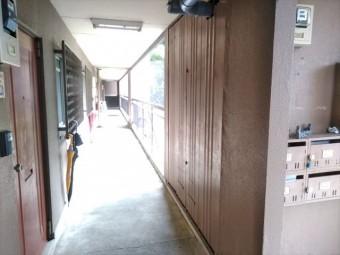 三島市3階建アパート 廊下PS
