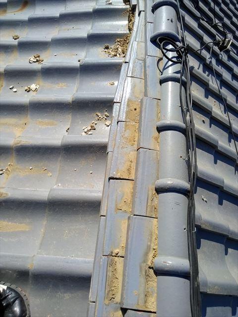 沼津市内で一般的なセメントの大棟瓦がズレてしまいました。