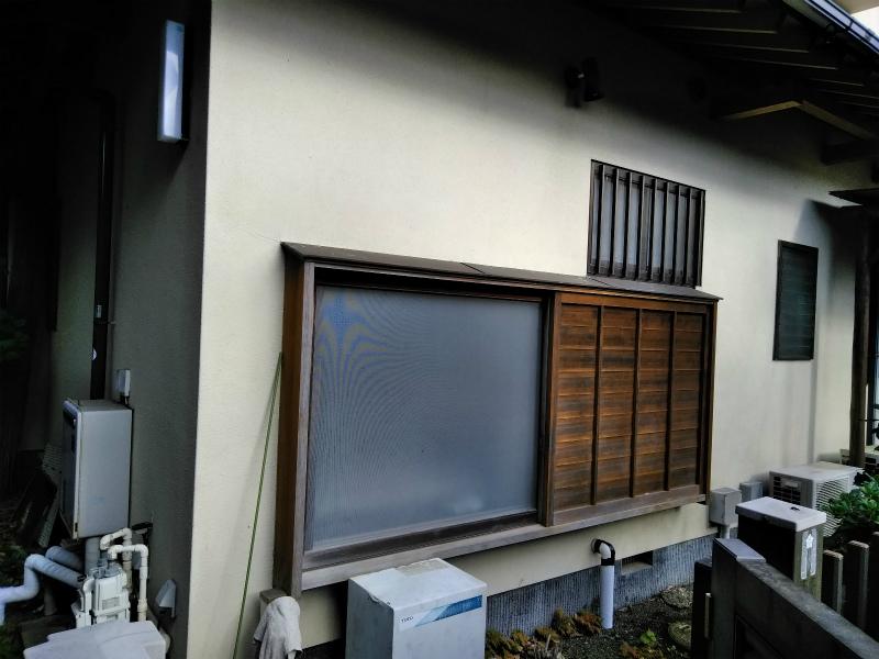 長泉町で浴室窓取替の工事に伴い外壁補修が必要とりました。