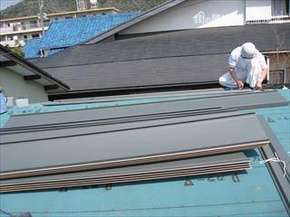 ガルバリウム鋼板葺き作業
