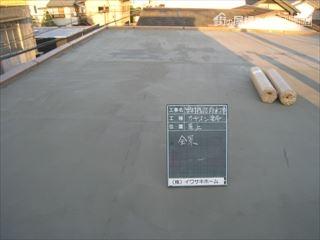 屋上防水施工中