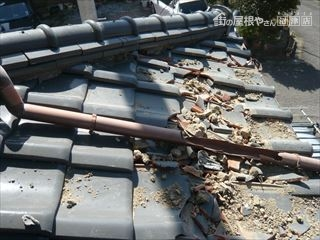 屋根の雨樋破損