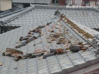 地震により棟瓦破損