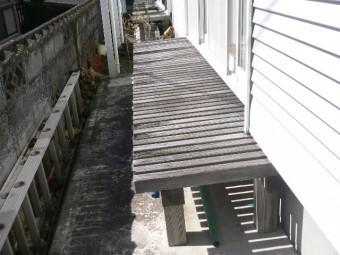 熱海市木造アパート縁台劣化
