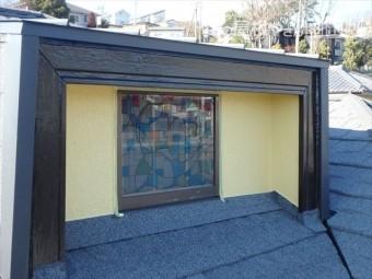 三島市屋根裏窓周り塗装