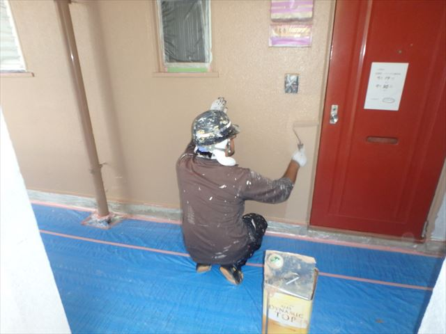 三島市の鉄骨のアパートの仕上げの塗装をダイナミックトップで