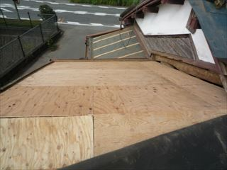 富士市瓦改修野地板貼り