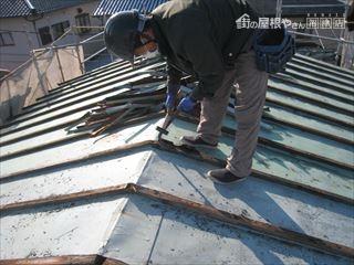 屋根撤去作業中