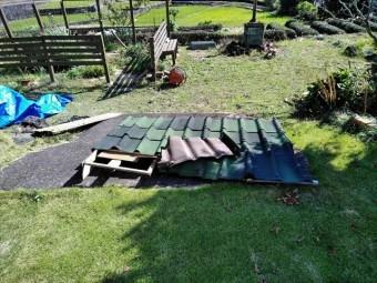 台風被害で屋根が飛んだ