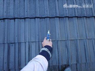 屋根に吹き付け塗装