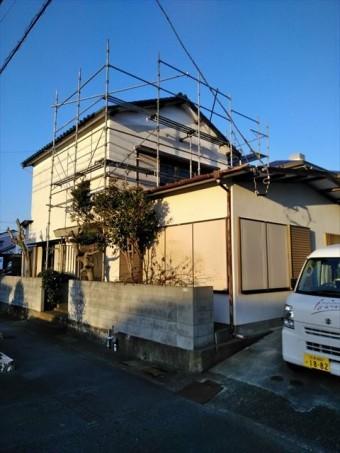 屋根工事の為の足場設置