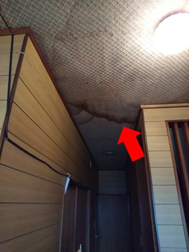 清水町玄関雨漏り跡