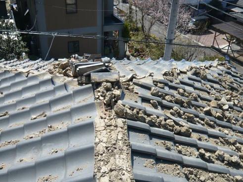 富士市棟瓦地震被害