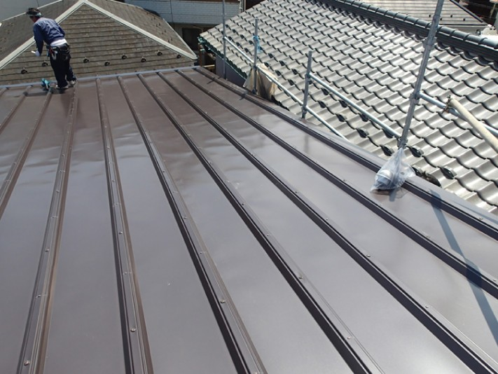 雨漏りの原因となった箇所も交換し、屋根カバー工法が竣工